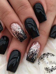 There are three kinds of fake nails which all come from the family of plastics. Acrylic nails are a liquid and powder mix. They are mixed in front of you and then they are brushed onto your nails and shaped. These nails are air dried. New Year's Nails, Red Nails, Hair And Nails, Black Glitter Nails, Silver Glitter, Nails 2016, Gold Sparkle, Glitter Nero, White Sparkle Nails