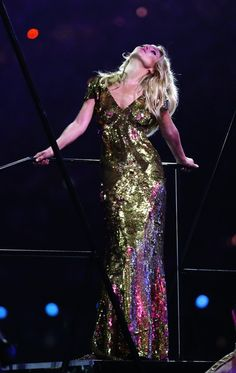 Kate Moss at London Olympics closing ceremony: Kate Moss is a fashion cauldron! She burns like liquid fire!      Live by the law of Kate Moss:   ALWAYS. BE. FIERCE.