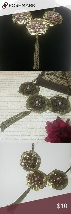 """Chunky Flower & Tassel Statement Necklace Loving this Spring beauty! Just about 21"""" in length w/lobster clasp closure. Antiqued Brass with bronze/ copper and pearl accent flowers & a 3.5"""" tassel. Item#N812 25% OFF BUNDLES OF 3 OR MORE ITEMS! ~ALL REASONABLE OFFERS ACCEPTED~ *ALL JEWELRY IS NWT/NWOT/UNUSED VINTAGE* BUY WITH CONFIDENCE~TOP 10% SELLER, FAST SHIPPING, 5 STAR RATING, FREE GIFT(S) w/ MOST ORDERS! Jesi's Fashionz  Jewelry Necklaces"""
