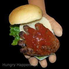 Halloween Essen - Hungry Happenings: Ghoulish Halloween recipe for Hand-Burgers Dripping with Bloo. Creepy Halloween Food, Theme Halloween, Halloween Food For Party, Halloween Treats, Halloween Recipe, Halloween Foods, Zombie Party, Halloween Dinner, Happy Halloween