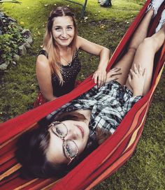 #twinsister #chilling #love #fun #cakesarecoming #searchingformodels