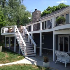 Deck with Trex and stainless steel cable railings.