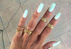 Light blue/white nails★★