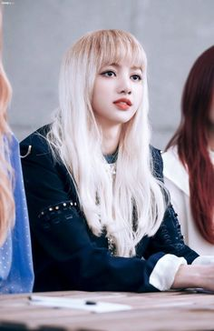 """Lisa (BLACKPINK) nàng """"búp bê sống"""" có một không hai của Kpop - tintuckpop.net"""