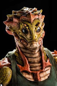 Cig's creation, inspired by the Christmas Tree Eyelash Viper. Photo credit: Brett-Patrick Jenkins. Face Off Makeup, Makeup Fx, Alien Creatures, Fantasy Creatures, Creature Feature, Creature Design, Maquillaje Face Off, Zombies, Face Off Syfy