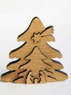 Diese **Krippe in Baumform** ist aus Erlenholz und nur auf die Konturen reduziert. Eine wie ich finde schöne Krippendarstellung,die Ihnen sicher gefallen wird,wenn sie **schlichte Formen**...