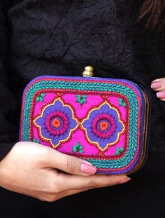 Mexican Thread embroidery on Silk Box Clutch Tote Handbags, Purses And Handbags, Clutch Purse, Coin Purse, My Style Bags, Ethnic Bag, Embroidery Bags, Mexican Style, Embroidery Techniques