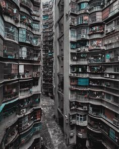 paisaje urbano My grey dystopia with little color. Kowloon Walled City, Cyberpunk City, Urban Photography, Street Photography, Futuristic Architecture, Architecture Design, Slums, Future City, Brutalist