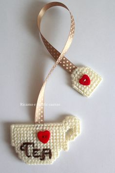 Plastic Canvas Ornaments, Plastic Canvas Christmas, Plastic Canvas Crafts, Plastic Canvas Patterns, Cute Bookmarks, Crochet Bookmarks, Crochet Motif, Crochet Patterns, Tea Party Crafts
