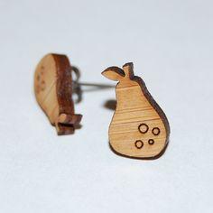 """Boucle d'oreille """"Poire"""" en bois nature non traité et support en titane, très hypoallergénique. Pour un style original toute en sobriété !! My Little Fox_Design for Kids"""