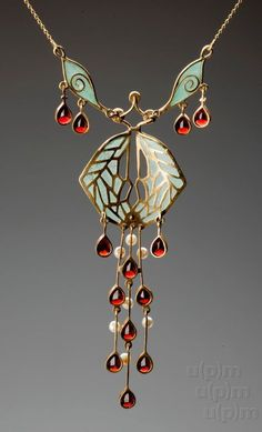 Art Nouveau gold necklace, after 1900, Museum of Decorative Arts Prague, Czech Republic (hva)