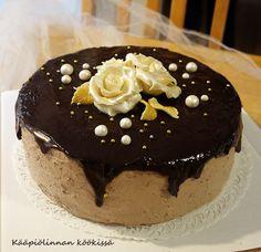 Kääpiölinnan köökissä: Hyvää syntymättömyyspäivää sulle J ♥ Kakkuja viikonlopun juhlilta!
