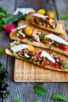Bruschetta with parmesan cheese - just change the bread type. Healthy Snacks, Healthy Eating, Healthy Recipes, Tostadas, Bruchetta, Brunch, Appetizer Recipes, Appetizers, I Love Food