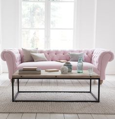 Loaf's deep-buttoned Young Bean chesterfield sofa in a pastel pink Pale Rose vin. Loaf's deep-buttoned Young Bean chesterfield sofa in a pastel pink Pale Rose vintage linen in thi Living Room Sofa, Living Room Interior, Living Room Decor, Pastel Living Room, Sofa Design, Interior Design, Capitone Sofa, Rosa Sofa, Diy Furniture Chair