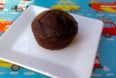 Low fat super easy 2 ingredient high fiber chocolate prune cupcake for kids Hi Fiber Foods, Fiber Foods For Kids, High Fiber Snacks, High Fiber Breakfast, Fiber Diet, Low Fat Chocolate, Chocolate Muffins, Healthy Chocolate, Chocolate Cupcakes