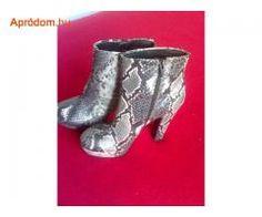 kígyómintájú CATWALK 38-as bokacsizma Catwalk, Boots, Fashion, Crotch Boots, Moda, La Mode, Heeled Boots, Fasion, Fashion Models