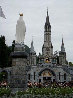 Lourdes, France Bernadette Lourdes, Santa Bernadette, Lourdes France, Beautiful Buildings, Beautiful Places, Monuments, Houses Of The Holy, Religious Architecture, Cathedral Church