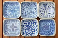 DIY hand-painted ceramic tealight holders // Draw patterns on the ceramic dishes with a Pebeo Porcelaine 150 Paint Pen (this color = Lapis), allow them to dry for 24 hours, then bake them in the oven to set the ink. Sharpie Plates, Sharpie Art, Ceramic Plates, Ceramic Pottery, Sharpies, Ceramic Painting, Ceramic Art, Pebeo Porcelaine 150, Porcelain Pens
