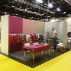 Aufbau unseres Messestands auf der Children's Fashion Cologne 2013. Los geht's. Fast fertig!