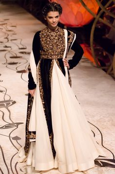 Rohit Bal is a well known Indian fashion designer. Recently, he showcased his collection at Indian bridal fashion week Have a look at his dresses. India Fashion, Ethnic Fashion, Cute Fashion, Asian Fashion, Indian Bridal Fashion, Bridal Fashion Week, Traditional Fashion, Traditional Dresses, Pakistani Outfits