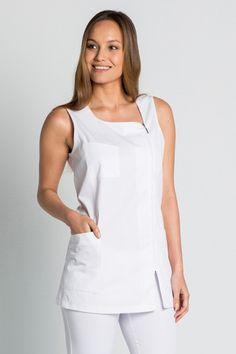 ESTOLA ANGULO ROJA... Spa Uniform, Scrubs Outfit, Uniform Design, Medical Scrubs, Work Fashion, Girl Boss, Blouses For Women, Beautiful Dresses, Couture