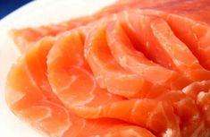 Как солить семгу в домашних условиях. 3 рецепта. В России очень любят соленую и малосоленую рыбку и часто употребляют именно в таком виде. Стоимость свежей, замороженной и охлажденной семги практически в два раза меньше соленой рыбы. Чтобы не силь…