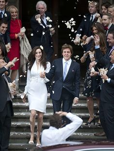 Paul McCartney weds..nancy..i see barbara walters up on the top left in red... nancy is her cousins daughter..