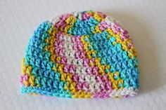 Beginner crochet patterns don& have to be plain, as this Beginner Blue Baby Beanie proves. This free crochet baby hat pattern has plenty of charm and detail even though it& really quick and easy! Crochet Baby Hat Patterns, Crochet Bebe, Crochet Hats, Baby Patterns, Free Crochet, Quick Crochet, Crochet Stitches, Single Crochet, Free Knitting