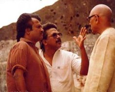 Photos from various movie shooting locations of Mani Ratnam. From Thalapathi to Ravanan, Yuva, Guru. Rare photos of Mani Ratnam with Rajinikanth Rare Photos, Vintage Photos, Mani Ratnam, Photoshoot Images, Actor Picture, Film Inspiration, Celebrity Gallery, Superstar, Bollywood