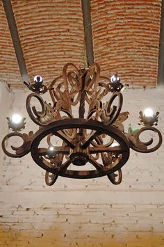 Beautiful Brick vaulted ceiling detail with wrought iron chandelier. Tuscan Style Homes, Mediterranean Style Homes, Spanish Style Homes, Tuscan House, Spanish Colonial, Spanish Home Decor, Spanish Interior, Wrought Iron Chandeliers, Wood Chandelier