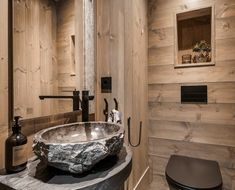 609toalett Modern Wood House, Modern Cabin Interior, Modern Rustic Homes, Loft Room, Home Technology, Cabin Interiors, Indoor Outdoor Living, House In The Woods, Decoration