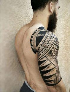 Meia manga tatuagem tribal para homens
