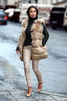 ff8e50ac70e2b 25 Stunning Fur Outfits for Fall to Beat the Chill