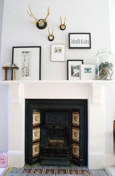 White and black fireplace with neutral + natural elements - Via Apartment Therapy Black Fireplace, Fireplace Mantle, Fireplace Ideas, Fireplace Screens, Victorian Terrace, Victorian Bedroom, Victorian Decor, Natural Home Decor, Natural Bedroom
