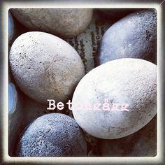 Betongägg gjutna i riktiga ägg, påskpyssel #betongägg #påsk