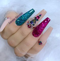 Adding some glitter nail art designs to your repertoire can glam up your style within a few hours. Check our fav Glitter Nail Art Designs and get inspired! Glam Nails, Dope Nails, Bling Nails, Beauty Nails, My Nails, Unicorn Nail Art, Nails Design With Rhinestones, Luxury Nails, Best Acrylic Nails