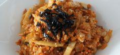 En Corée du sud, il y a une nourriture typique : le kimchi . Le kimchi est un mets traditionnel coréen composé de piments et de légumes fermentés. Il y a beaucoup de recettes avec du kimchi . On vous présente trois recettes avec du kimchi : le riz sauté...