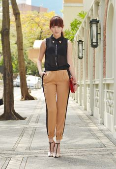 Love the bottom part of this outfit: pants and heels from ZARA