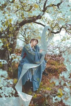 """""""Hanfu (han chinese clothing) photoset via coser小梦, Part 3 Chinese Man, Chinese Style, Traditional Fashion, Traditional Dresses, Asian Photography, Chinese Clothing, Ancient China, Poses, Hanfu"""