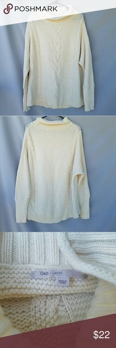 GAP Cream Oversized Sweater Excellent condition  Feel free to ask me any additional questions! Bundles 3+ 15% off. Happy poshing! GAP Sweaters