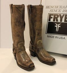 Frye boots Harness 15R Dark Brown, also available in Black. International shipping -> free shipping in Europe. http://www.boeties.nl/frye-boots-harness-15r-dark-brown-77329