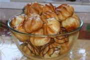 Profiteroles with custard. Recipes with photos of delicious cakes.