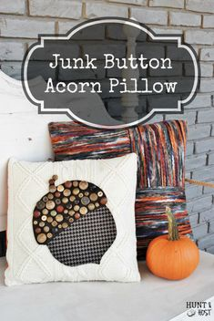 Vintage junk button acorn pillow - decor tutorial - a beautiful DIY idea to decorate your home for fall.
