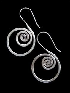 Jewelry Making Tutorials Learn How To Make Jewelry - Beading & Wire Jewelry Classes : Jewelry Making Tip: Wire work spirals and FREE tutorials