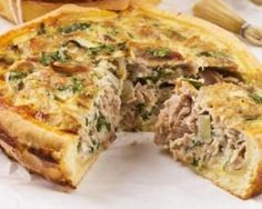 Light Tuna Quiche 4 eggs 20 cl light cream 100 g gruy . Diet Recipes, Cooking Recipes, Healthy Recipes, Quiches, Tuna Quiche, Good Food, Yummy Food, Quiche Recipes, I Foods
