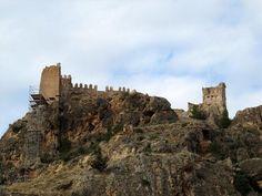 CASTLES OF SPAIN - Castillo de Arándiga, del siglo XII ubicado en el municipio de Arándiga (Zaragoza). El origen del castillo es musulmán del siglo XI, un documento le menciona en el año 1188, en el que el rey Alfonso II lo entrega en tenencia a Pedro Jiménez de Osca. Posteriormente, en el siglo XIV, y con motivo de los conflictos castellano-aragoneses, se reconstruye y refuerza la fortaleza. En 1437 el castillo fue vendido a los Martínez de Luna, señores de Illueca y Morata.