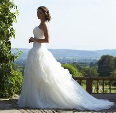 Kollektioner af kjoler - Se vores store udvalg hos Bride Fashion