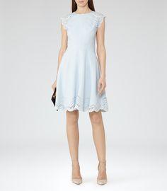 REISS Kathy LASER-CUT DRESS Robe Bleue De Glace, Tenues Pour Femmes, Robes 4fca01c5b8de