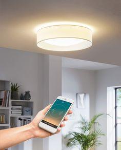 Palomaro-S er en LED plafond i to utførelser med smart LIGHTING fra Eglo. smart LIGHTING er en gratis app (iOS/Android) hvor du kan koble til opp til 50 ulike lamper og bruke eller lage ulike programmer for å styre lyset. Sett fargetemperaturen mot det kalde for å fremme fokus og konsentrasjon når du skal arbeide, eller for å gi plantene dine best mulig lys, og mot de varmere temperaturene når du skal kose deg og slappe av. Palomaro-S kan stilles fra 2700K-6500K og kan i tillegg dimmes.