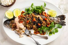 Traditional Thai fish can be made outdoors on the barbecue, or you can pan-fry the fish indoors (or grill it on a stove-top grill). Thai Sweet Chili Sauce, Chili Garlic Sauce, Squid Recipes, Fish Recipes, Thai Fish Recipe, Baked Whole Fish, Gluten Free Wine, Parmesan Roasted Cauliflower, Coriander